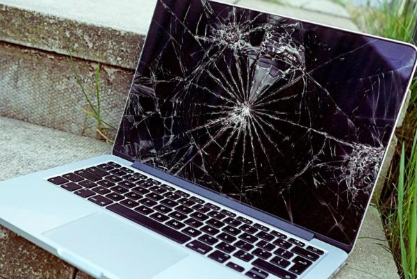 تعمیر صفحه نمایش مک بوک